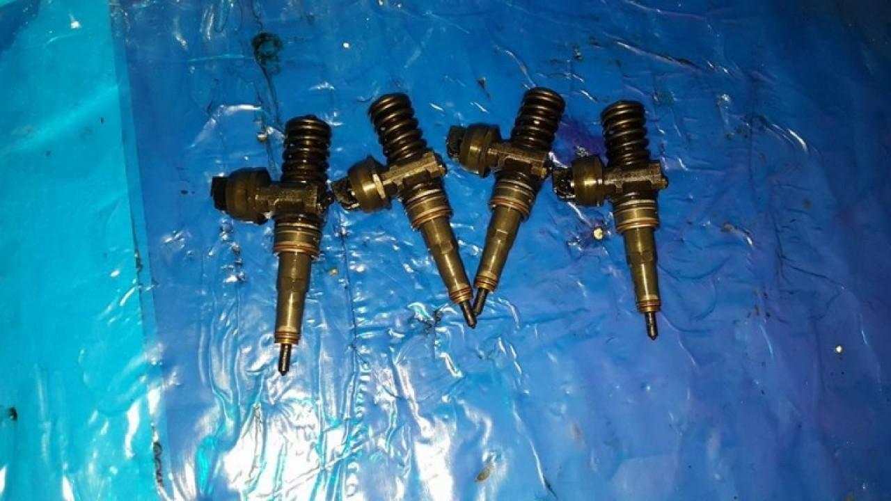 Injectoare vw touran 2.0 tdi bmm 140 cai cod 038130073bq