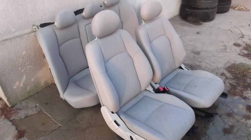 Interior ( scaune si banchete ) Mercedes W203 C Class in stare buna