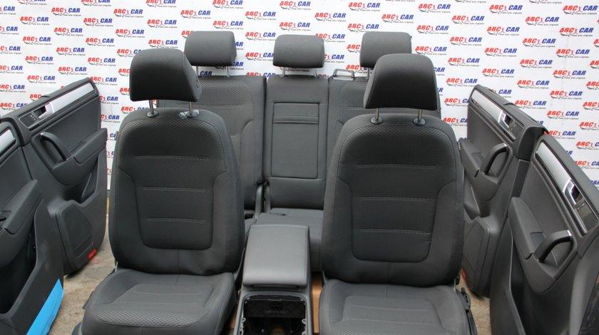 Interior textil complet (ENG) VW Touareg 7P model 2014