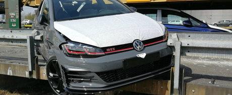 Jaf in stil Fast and Furious: hotii au furat un Golf GTI din trenul care-l transporta la destinatie