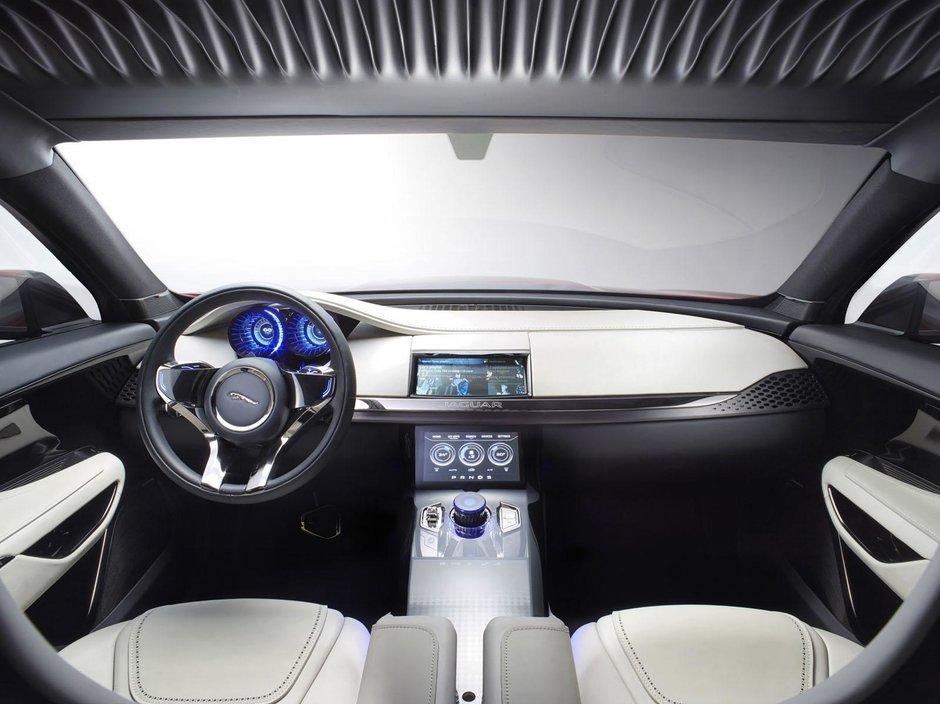 Jaguar C-X17 Concept in rosu