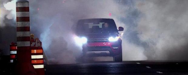 James Bond face o scurta plimbare la bordul noului Range Rover Sport