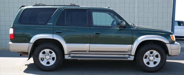 Japonezii fac cele mai fiabile masini. O demonstreaza aceasta Toyota 4Runner din 2001