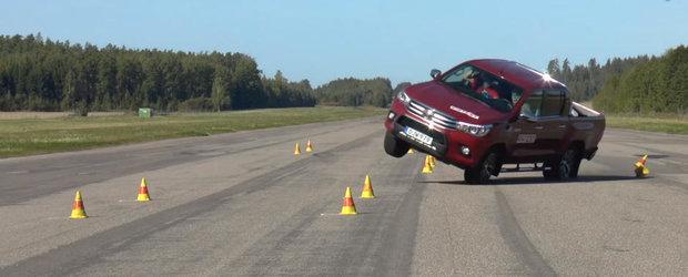 Japonezii nu s-au invatat minte. Daca ai noua Toyota Hilux, sa nu incerci sub nicio forma manevra asta!