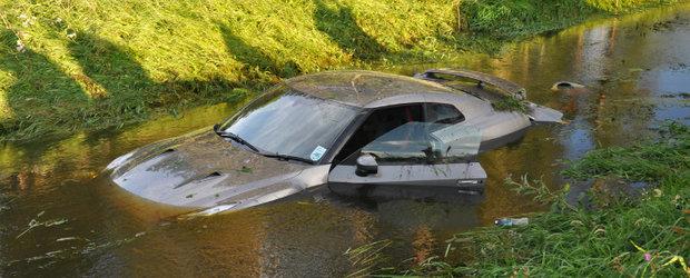 Japonezul Zburator: Un Nissan GT-R plonjeaza direct in apa