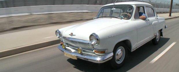 Jay Leno se plimba cu o Volga GAZ-21 din 1966