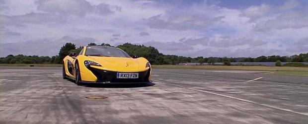 Jay Leno viziteaza fabrica McLaren, apoi urca la volanul extremului P1