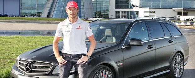 Jenson Button conduce un Mercedes special - AMG C63 DR 520