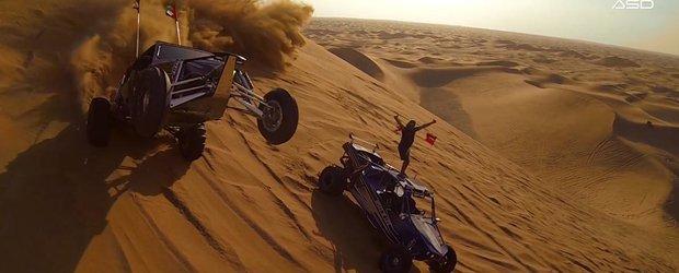 Joaca cu masinuta prin nisip: Buggy de 800 cp pe dunele arabesti