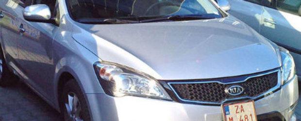 Kia Cee'd cu facelift, surprinsa necamuflata