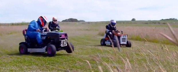 Kimi Raikkonen incaleca masina de tuns iarba si se intrece cu alti piloti
