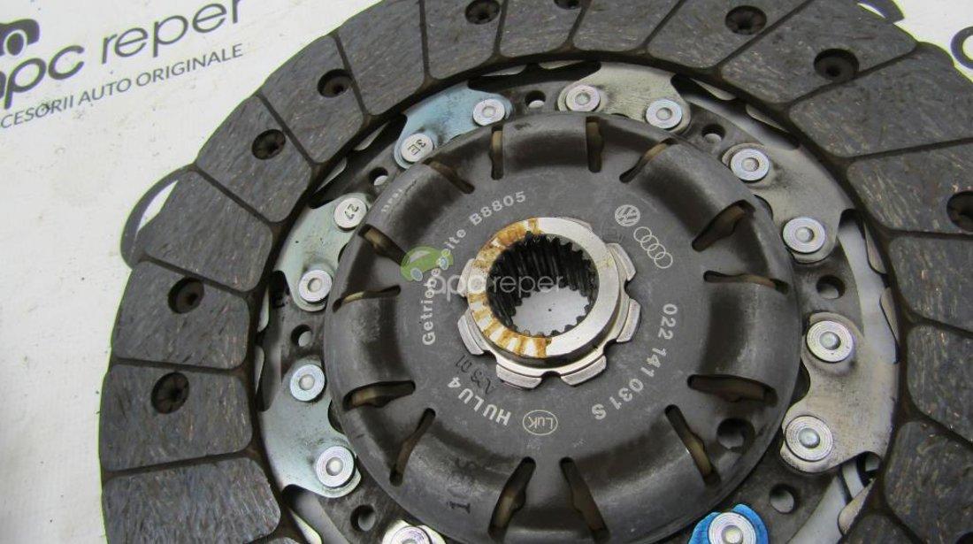 Kit ambreaj Disc + placa Audi A3 8V - VW Golf 7 cod 022141031S - 04L144025