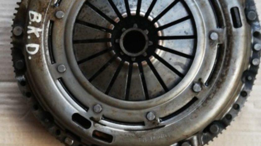 Kit ambreiaj cu masa dubla Skoda Octavia 2 cod motor BKD
