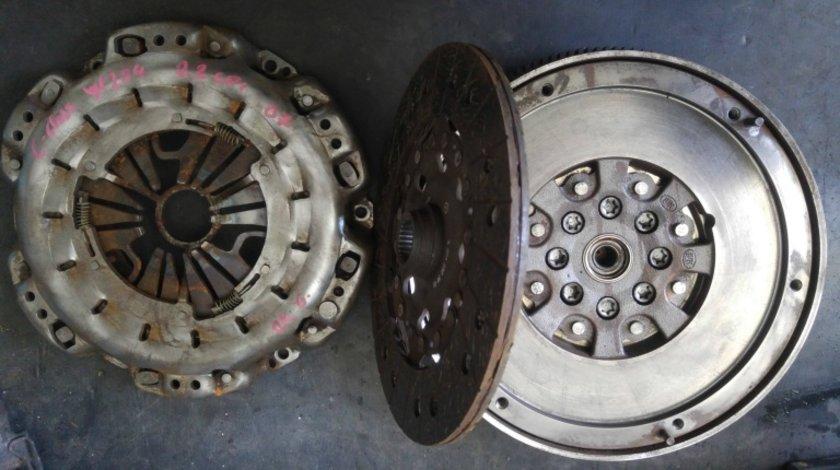 Kit ambreiaj mercedes c-class w204 2.2 cdi 2007-2010 a0012523905