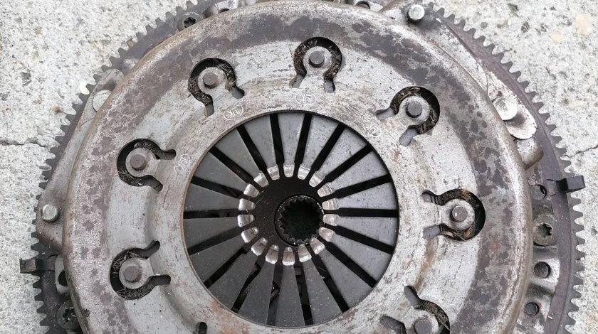 Kit ambreiaj ( volanta,placa de presiune, disc ambraiaj si rulment de presiune)