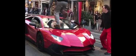 L-a facut K.O dupa ce i-a calcat in picioare Lamborghini-ul de peste 300.000 de euro. Uite aici momentul