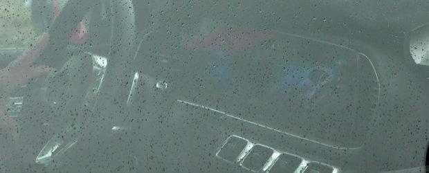 L-a prins la semafor si a profitat din plin de ocazie. Uite cum arata la interior noul Mercedes GLE!