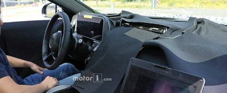 L-au prins la semafor si au profitat din plin de ocazie. Uite cum arata la interior noul Mercedes S-Class!
