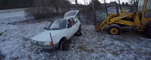 La ce mai e bun un Peugeot: distractie pe un lac inghetat la 80 km/h, dar nu cu masina