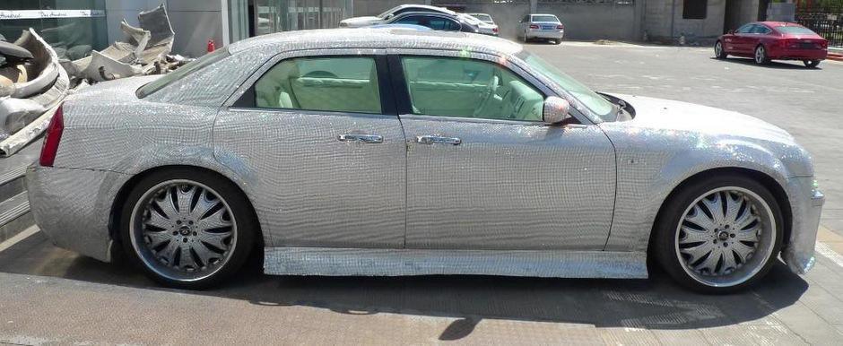 La soare te poti uita, dar la el ba: Chrysler 300C tunat la extrem in China