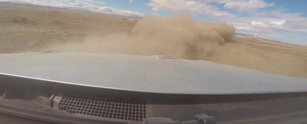 La un pas de dezastru: Soferul unui GT-R pierde controlul la 350+ km/h