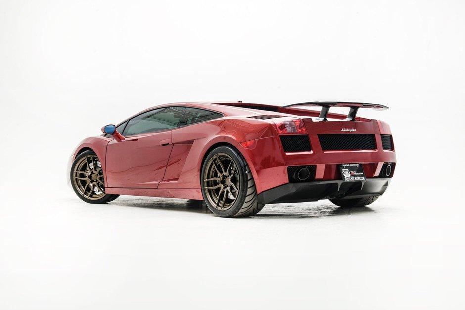 Lamborghini Gallardo cu motor V10 twin-turbo si cutie manuala