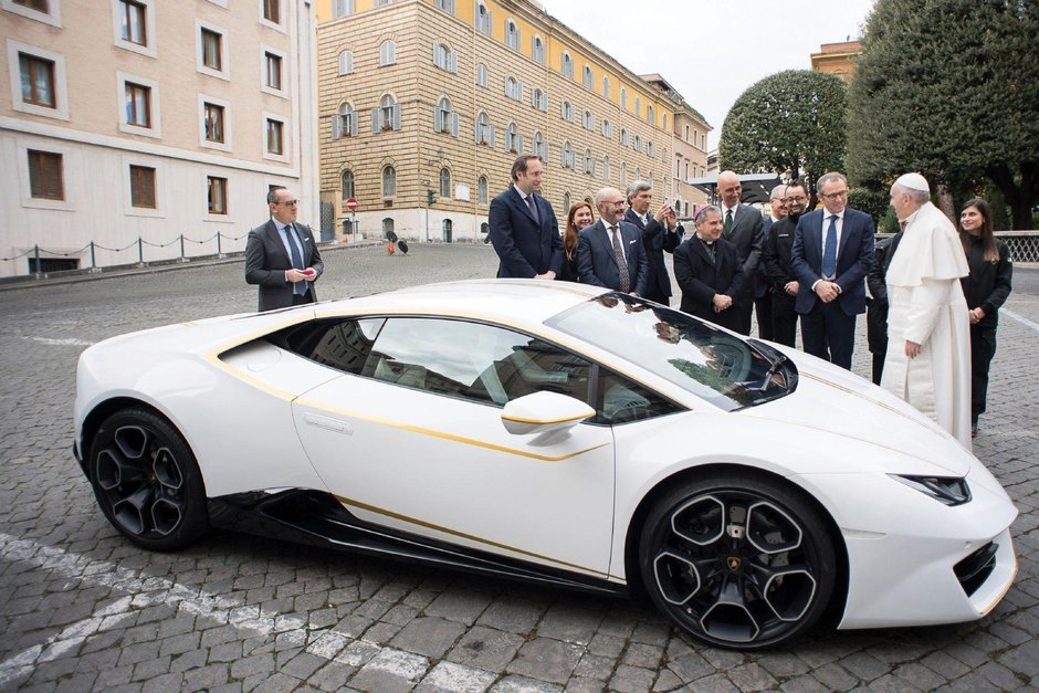 Lamborghini Huracan RWD oferit Papei