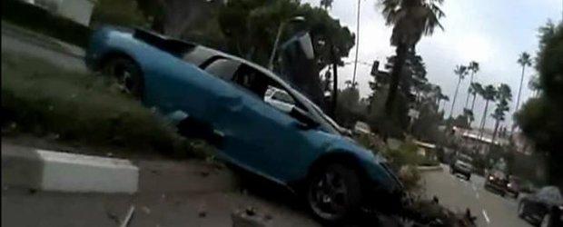 Lamborghini Murcielago vs. palmier. 1-0 pentru palmier!