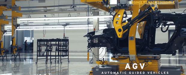 Lamborghini ne face turul noii sale fabrici si ne arata, din intamplare, caroseria viitorului sau SUV