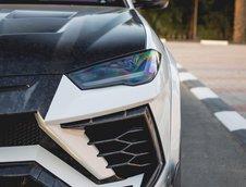 Lamborghini Urus cu interior mov
