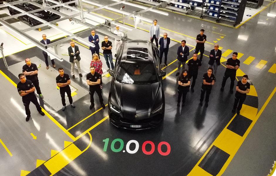 Lamborghini Urus cu numarul 10.000