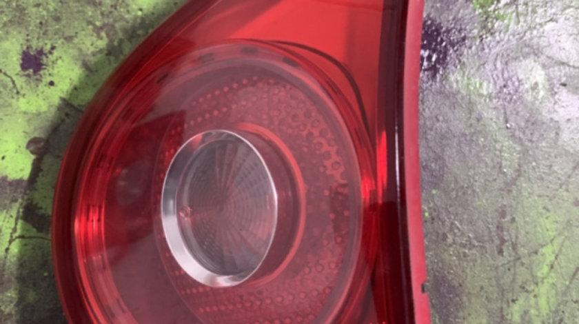 Lampa stop dreapta pe haion Volkswagen Golf generatia 5 [2003 - 2009] Hatchback 5-usi 1.6 FSI Tiptronic (116 hp) (1K1)