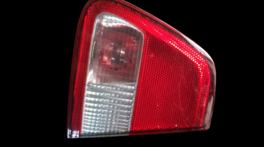 Lampa stop pe capota portbagaj stanga Seat Cordoba prima generatie [facelift] [1999 - 2003] Coupe 1.9 TDi MT (90 hp) (6K2)