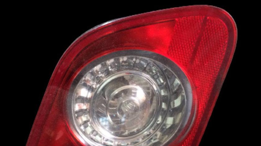 Lampa stop pe capota portbagaj stanga Volkswagen Passat B6 [2005 - 2010] Sedan 4-usi 1.9 TDI MT (105 hp) BXE