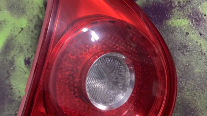 Lampa stop stanga pe haion Volkswagen Golf generatia 5 [2003 - 2009] Hatchback 5-usi 1.6 FSI Tiptronic (116 hp) (1K1)