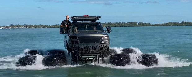 Le-a inchis tuturor gura si a pus pe jar autoritatile dupa ce si-a condus masina prin ocean. VIDEO