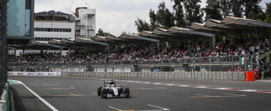 Lewis Hamilton lupta din nou pentru titlul mondial. Britanicul a castigat in Mexic in fata lui Nico Rosberg