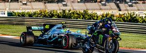 Lewis Hamilton si Valentino Rossi au facut schimb de vehicule ca sa se intreaca pe circuit