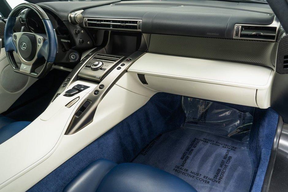 Lexus LFA detinut de Paris Hilton