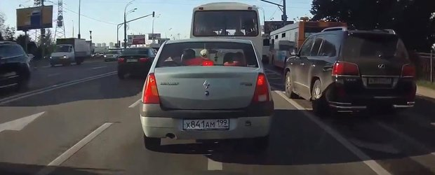 Lexusul pacalit de Logan: un clip amuzant din Rusia