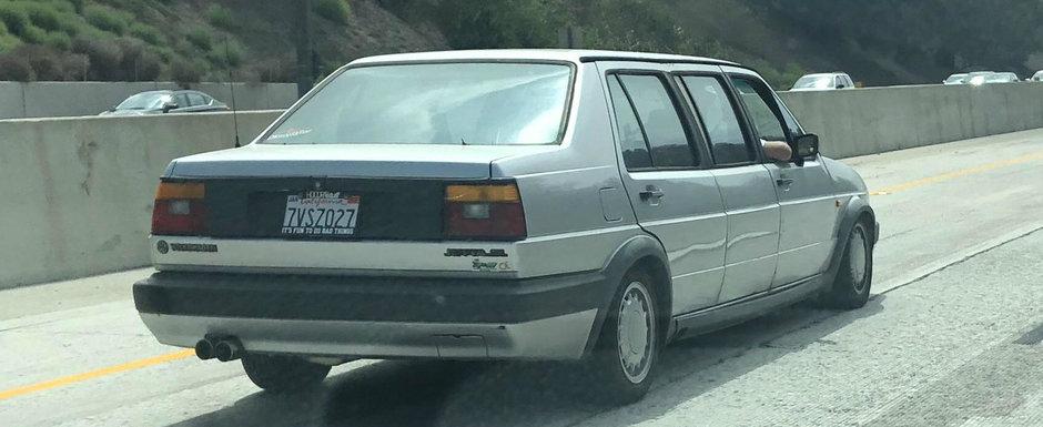 Like a Boss: tipul asta conduce o limuzina Jetta si nu-i pasa de Phaeton
