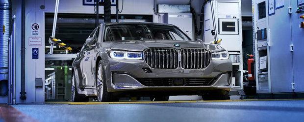 Limuzina care a impartit fanii BMW in doua intra in productie. Imagini cu Seria 7 facelift de pe linia de asamblare