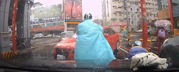 Loveste si fugi: un sofer de Mitsubishi se eschiveaza dintr-un accident