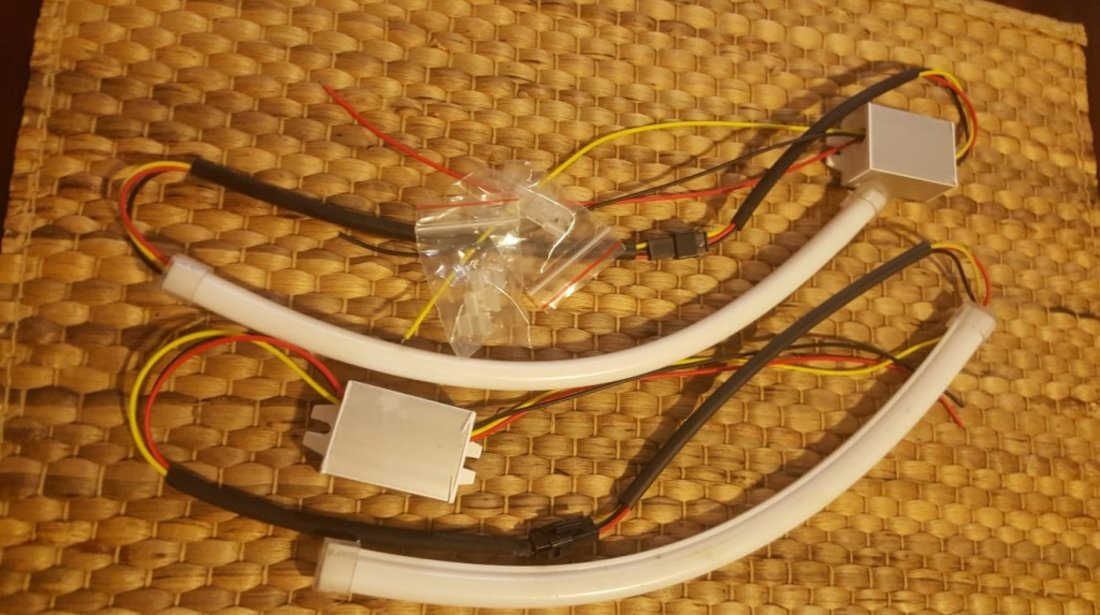 Lumini de zi drl cu semnalizare in tub flexibil la set de 2 buc