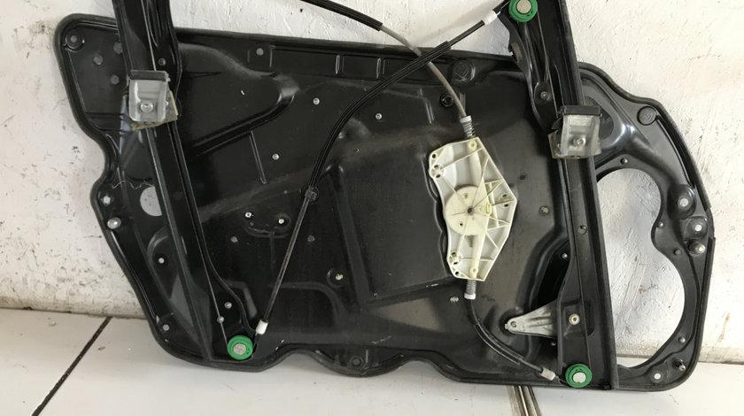 Macara cu motoras electric dreapta fata vw passat b6 2004 - 2009