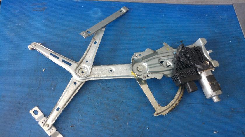 Macara cu motoras stanga fata opel astra h 13100417lh 13101480lh