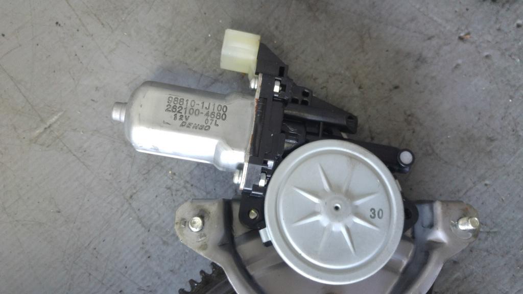 Macara cu motoras usa stanga fata hyundai i20 98810-1j100