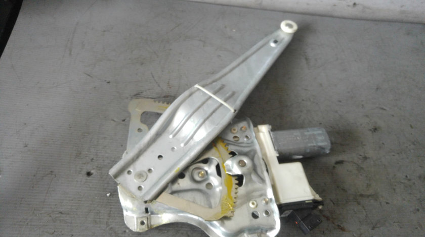 Macara cu motoras usa stanga spate toyota corolla e12 hatchback 2001-2007 0130822032
