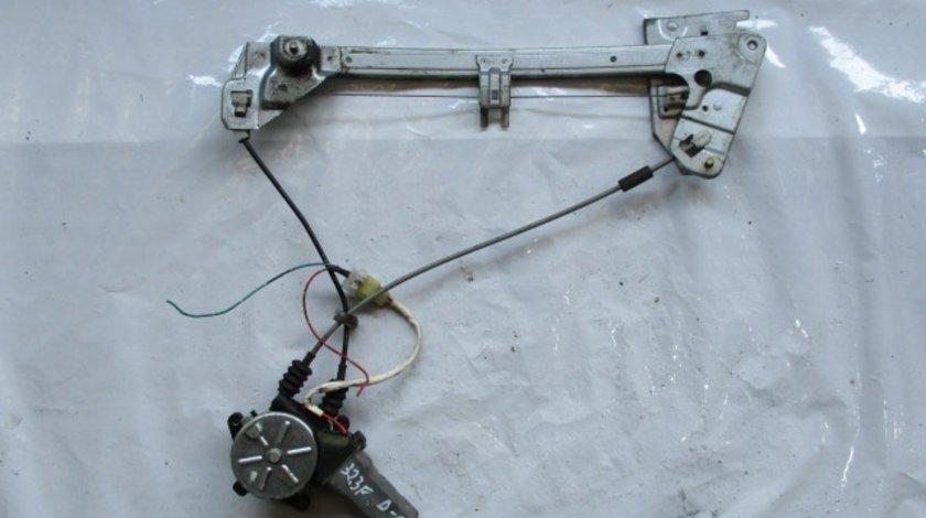 MACARA ELECTRICA DREAPTA SPATE MAZDA 323 F FAB. 1996