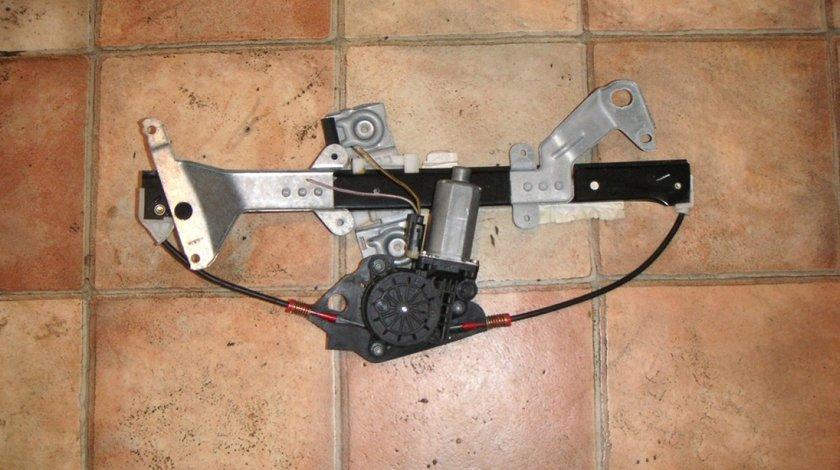 Macara electrica geam dreapta fata Ford Fiesta 5, 6 (2001-2009) cod 2S61A203A28EN